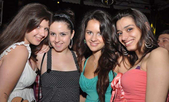 Makedonya Üsküp Gece Hayatı, Geceleri, Eğlence Hayatı ve Gece Kulüpleri hakkındaki bu makalemizi beğeneceğinizi umuyorum.